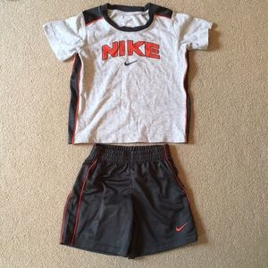 Boy's Nike matching T-shirt and shorts set